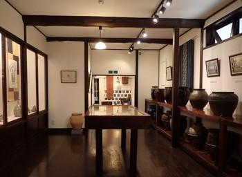 民芸館展示室.JPG